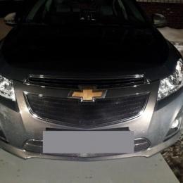 Защита радиатора для Chevrolet Cruze черная верх